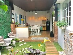 Mengulas balik soal ruang makan yg semi outdoor ini Ruangan ini luasnya  10 x  3,5 Terdapat dapur kotor , taman kering outdoor dan ruang…