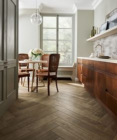 Discover high-quality wood effect tiles for floors in our extensive range. Stylish and durable, these wood effect tiles will stand the test of time. Wood Effect Porcelain Tiles, Wood Effect Tiles, Wood Tiles, Diy Kitchen Decor, Kitchen Styling, Kitchen Ideas, Harpers Bazaar, American Kitchen Design, White Lounge