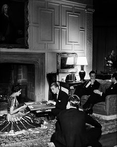 London. In a Mayfair drawing room (1930) // Bill Brandt