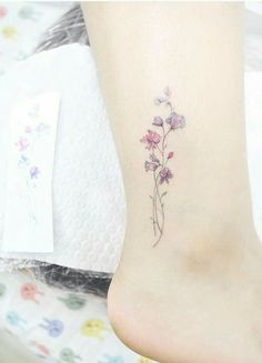 28 Small Tattoos Every Girl Needs To Get Sweet pea tattoo. Small tattoos are perfect for girls and women alike. Delicate and feminine, I promise these 28 blissfully small tattoos will not disappoint. Cute Tattoos For Women, Small Girl Tattoos, Little Tattoos, Mini Tattoos, Body Art Tattoos, Tatoos, Small Feminine Tattoos, Tattoo Women, Small Flower Tattoos For Women