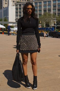 Learn how to pull off an all black look during spring #springstyle #streetstyle