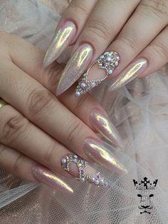 Bridal glam nails  #nails #nailart #bridalnails #glamnails #stilettonails #lightnails✨ #lovenails #nailaddict  #nailaholic #nail2inspire #nothingisordinary #nailartists #marinaveniou #nailartseminars #trustthexperts #beautymakesmehappy   www.kalliopeveniou.gr