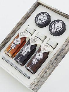 【ELLE a table】伝統を守り抜く、厳選調味料 エル・オンライン Honey Packaging, Coffee Packaging, Beverage Packaging, Bottle Packaging, Food Packaging, Brand Packaging, Ecommerce Packaging, Chocolate Packaging, Design Packaging