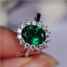 Classic royal oval design Emerald ring with 925 sterling silver, plated with white gold, perfect as engagement/wedding ring, birthday or anniversary gift, etc. Main mm lab Emerald stone Can be changed to other gemstone With fast express shipment. Ruby Wedding Rings, Silver Engagement Rings, Ring Engagement, Ruby Rings, Silver Claddagh Ring, Sterling Silver Rings, Silver Jewelry, Swarovski Jewelry, 925 Silver