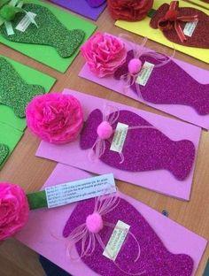 Easy Valentines Crafts for Kids to Make - Paper Flower Bouquet Kids Crafts, Craft Stick Crafts, Preschool Crafts, Diy And Crafts, Paper Crafts, Valentine Crafts For Kids, Mothers Day Crafts For Kids, Mothers Day Cards, Valentines