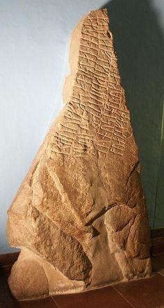Vikingernes blót - Runesten fra Helnæs på Fyn.