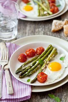 Tartelette : Parmesan Roasted Asparagus, Tomatoes & Eggs