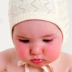 Noble cap with a fine textured pattern. Kids Store, Stylish Kids, Kids Wear, Textures Patterns, Knitwear, Kids Fashion, Winter Hats, Crochet Hats, Children