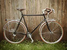 i do love me some surly crosscheck Road Bikes, Cycling Bikes, Surly Cross Check, Peugeot, Road Bike Women, Commuter Bike, Touring Bike, Bike Style, Bicycle Design