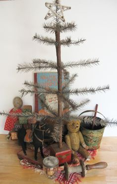 Primitive Christmas tree decorations and decoration in primitive style Primitive Christmas Decorating, Primitive Country Christmas, Country Christmas Trees, Prim Christmas, Christmas Past, Simple Christmas, Vintage Christmas, Christmas Crafts, Primitive Crafts