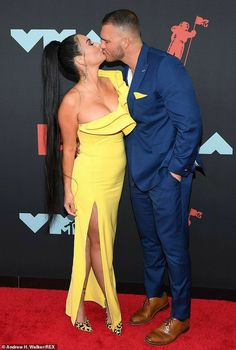 JWoww and toyboy Zack Carpinello BLAST being pregnant rumors after MTV VMAs purple carpet look Purple Carpet, Red Carpet, Couple Presents, Made In Chelsea, Reality Tv Stars, Mtv Videos, Mtv Video Music Award, She Girl, Hollywood Life
