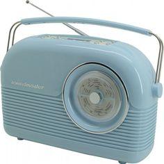 Soundmaster DAB450 nostalgische DAB radio turquoise  Soundmaster DAB450 nostalgische DAB radio turquoise  Alsof ze rechtstreeks uit de jaren '50 komt deze Soundmaster DAB450BL DAB radio. Qua uiterlijk komt dit zeker overeen maar van binnen is de DAB450 helemaal modern! Dankzij de DAB ontvangt u de hoogste kwaliteit digitale radio. Ook kunt u er een hoofdtelefoon op aan sluiten om zo ongestoord naar uw muziek te luisteren. Deze radio kan tevens fungeren als wekker. En omdat ze ook werkt op…