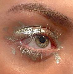 girl eye makeup art discovered by H e a r t b e a t Makeup Inspo, Makeup Art, Makeup Inspiration, Beauty Makeup, Hair Makeup, Cute Makeup, Pretty Makeup, Simple Makeup, Homecoming Makeup