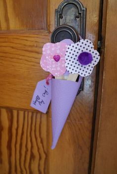 Easy Craft: How to Make a May Day Basket Out of Paper - Keeping Families West of Chicago in the Loop - Go West Young Mom Kids Crafts, Crafts For Seniors, Daycare Crafts, Arts And Crafts Projects, Preschool Crafts, Easy Crafts, Spring Crafts, Holiday Crafts, May Day Baskets
