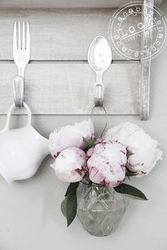 Amazing Kitchen decor with DIY spoon made hanger!
