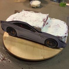 I& ALWAYS admired those who are for up a challenge in making a car cake; even more so when the cake is beautifully done. I must admit; Fondant Cakes, Cupcake Cakes, Car Cakes, Fondant Bow, Fondant Flowers, Fondant Figures, Carros Ferrari, Ferrari Cake, Arts Bakery