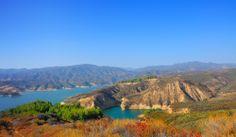 Paisajes que se admiran en #California. El lago de Castaic en el medio del desierto. Lugar ideal para disfrutar de los mejores deportes extremos. http://www.bestday.com.mx/Los-Angeles-area-California/