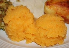 IRISH CUISINE - Rutabaga is a very popular vegetable in Ireland, but the name is never used by the Irish to describe this favorite side for a chicken roast, ham or bacon dinner. The Irish call this root vegetable. Scottish Recipes, Irish Recipes, Vegan Dishes, Food Dishes, Side Dishes, Main Dishes, How To Cook Rutabaga, Rutabaga Recipes, Vegetables