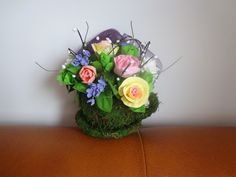 Flori din clay lucrate manual: Aranjament floral cu flori lucrate manual din plas... Handmade, Stuff To Buy, Home Decor, Hand Made, Decoration Home, Room Decor, Craft, Handarbeit, Interior Decorating