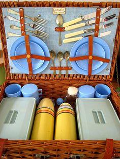 21 Jun 09 - picnic hamper | Flickr - Photo Sharing!