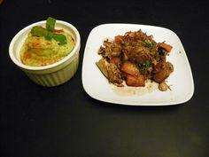 Hummus de grão e abacate com frango, cogumelos, cenoura e vinagre balsâmico