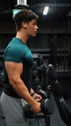 Gym Workout Chart, Gym Workout Videos, Gym Workout For Beginners, Gym Workouts, Bicep And Tricep Workout, Dumbbell Workout, Weight Training Workouts, Shoulder Workout, Muscle Fitness