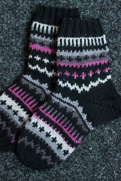 Sweet things: With love Knitted Boot Cuffs, Knit Boots, Knitted Slippers, Wool Socks, Crochet Socks, Knitting Socks, Hand Knitting, Knit Crochet, Kids Socks