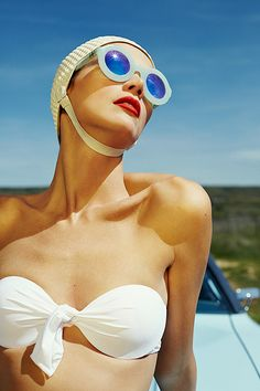 Maillot de bain : Ramona Chmura – Yo Dona Spain – Baño de nostalgia Idée et inspiration look d'été tendance 2017 Image Description Ramona Chmura – Yo Dona Spain – Baño de nostalgia New Fashion, Vintage Fashion, Vintage Outfits, Pool Fashion, Outdoor Fashion, Vintage Beauty, Trendy Fashion, Fashion Ideas, Photographie Portrait Inspiration