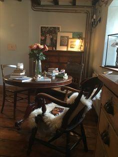 pin von helena orientale auf hilldrop cottage | pinterest, Esstisch ideennn