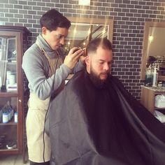 En Los Barberos nos especializamos en que te veas bien por eso las mejores barbas se llevan con estilo y un buen corte. #BeardPower  ____________________________ Men's Grooming - Los Barberos  #barbershop #mensgrooming #menstyling #menshair #barber #shave #razor #hairstyling #barbers #barberstation #beard #Barbering #MensProducts #Haircut  #mensfashion #Men #MensHair #Beardgrooming #GroomingProducts  #MenStyle #Peluqueria #Haircut #Honduras #MenStyleGuide #Dapper #Fade #Barberia #LosBarberos…