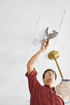 How to put a fresh face on brown, blistered, water-damaged drywall Plaster Ceiling Repair, Repair Ceilings, Drywall Ceiling, Bathroom Repair, Mask Painting, Painted Trays, Diy Home Repair, Home Repairs, Water Damage