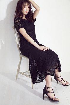 Photo Reference, Lace Skirt, Short Sleeve Dresses, Fashion Outfits, Lady, Skirts, Beautiful, Feet Nails, Women