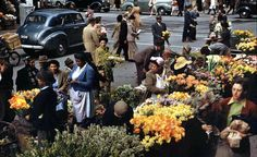 Flower Seller in June - In those days the flower sellers operated in Parliament street behind the Standard Bank building. Flower sellers, now operate in Adderley Street in Cape Town, South Africa. Vintage Photographs, Vintage Images, Cities In Africa, Banks Building, Most Beautiful Cities, African History, See It, Cape Town, Old Photos