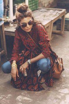 mode-boheme-chignon-haut-chemise-style-hippie-chic-sac-en-cuir