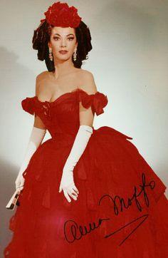 Anna Moffo as Violetta in La Traviata.