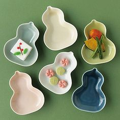 Hyotan shaped dishes