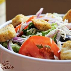 If you love Olive Garden's salad, you will love this Copy Cat Olive Garden Salad recipe. You can now enjoy the Italian salad in your own home. Olive Garden Salad, Olive Salad, Crab Pasta Salad, Pea Salad, Grape Salad, Fruit Salad, Pumpkin Oatmeal Cookies, Tamale Pie, Italian Salad