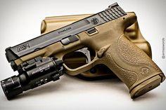 Manufacturer: Smith &Wesson Mod. M&P9 Type - Tipo: Pistol Caliber - Calibre: 9 mm Capacity - Capacidade: 17 Rounds Barrel length - Comp.Cano: 4.25 Weight - Peso: 680...