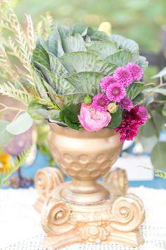 love this arrangement! www.weddingchicks...