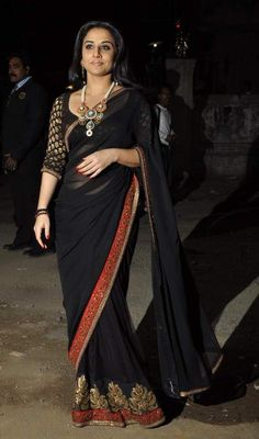 Loving this beautiful and classic black and red saree. I love how he uses brocade <3