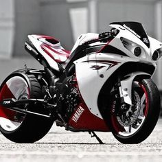 Custom R1 Yamaha- If I knew how to drive a motorcycle I would totally drive this!