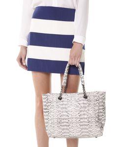 Bom dia! Olha essa bolsa linda.  #florem