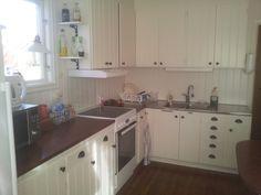 60-talskök - 5 idéer till ditt hem Trailer Remodel, Camper Trailers, Kitchen Cabinets, Home Decor, Decoration Home, Room Decor, Cabinets, Home Interior Design, Camper