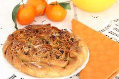 La pitta 'mpigliata è un dessert tipico della provincia di Catanzaro ed è la versione dolce della pittanchiusa, una specie di  focaccia imbottita con uova sode, ricotta, provola, parti di maiale e peperoncino.