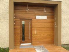 elewacja drewniana z podświetlaną numeracją domu