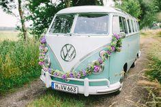 #vw #vwbulli #vwbus #hochzeitsauto Hochzeit am See mit VW Bulli von Christin Lange | Hochzeitsblog - The Little Wedding Corner