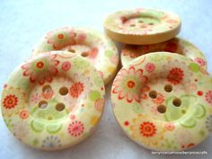Hey, I found this really awesome Etsy listing at https://www.etsy.com/listing/157932918/25mm-wood-buttons-with-pink-green-flower