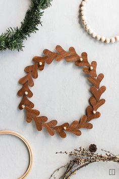 weihnachtskranz-selber-machen-diy-mistelzweig-furnier