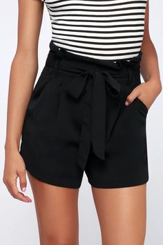 Show off what you got in the Best Asset Black Paperbag Waist Shorts! These must-have shorts are shaped from lightweight woven fabric. Tight Prom Dresses, Floral Prom Dresses, Grey Bridesmaid Dresses, Summer Business Casual Outfits, Summer Outfits Women, Short Outfits, Uni Outfits, Belted Shorts Outfits, Pleated Shorts