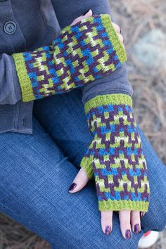 Free Knitting Pattern for Croft Mitts - These fingerless mitts feature a chevron. Free Knitting Pattern for Croft Mitts - These fingerless mitts feature a chevron pattern on a striped background. Fingerless Gloves Knitted, Knit Mittens, Knitted Blankets, Fair Isle Knitting Patterns, Knitting Stitches, Knitting Daily, Free Knitting, Chevron, Knitting Projects